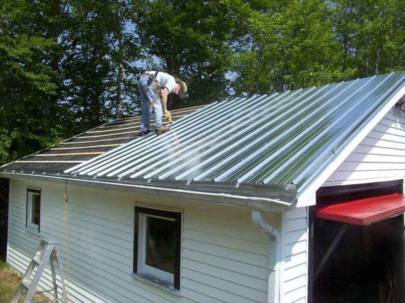 Vicwest Metal Roof Installation On A Garage Workshop