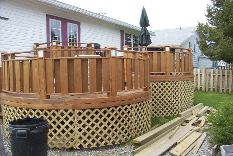 Skirting in a round deck