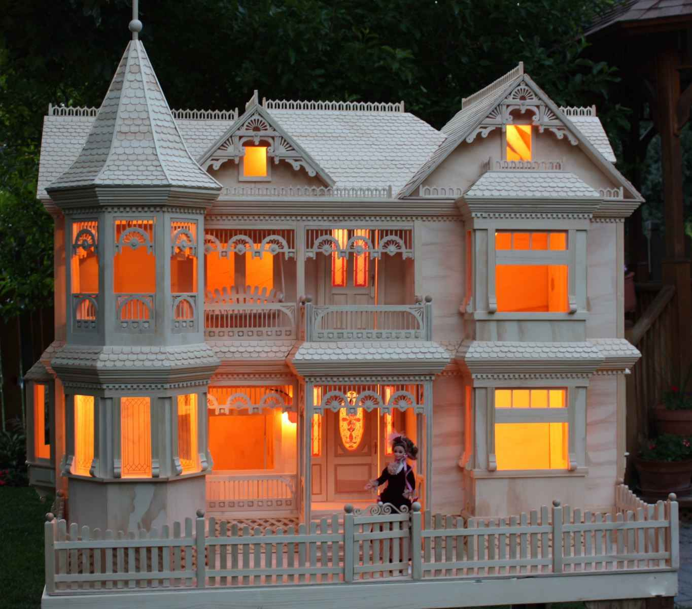 Victorian dollhouse Custom build a house online