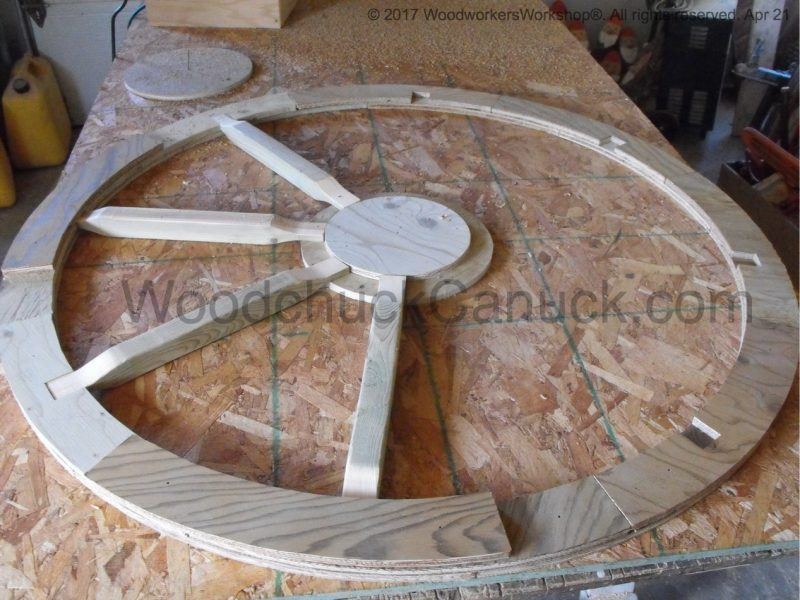 wagon wheel picnic table,carved wooden tractor seats,woodworking projects