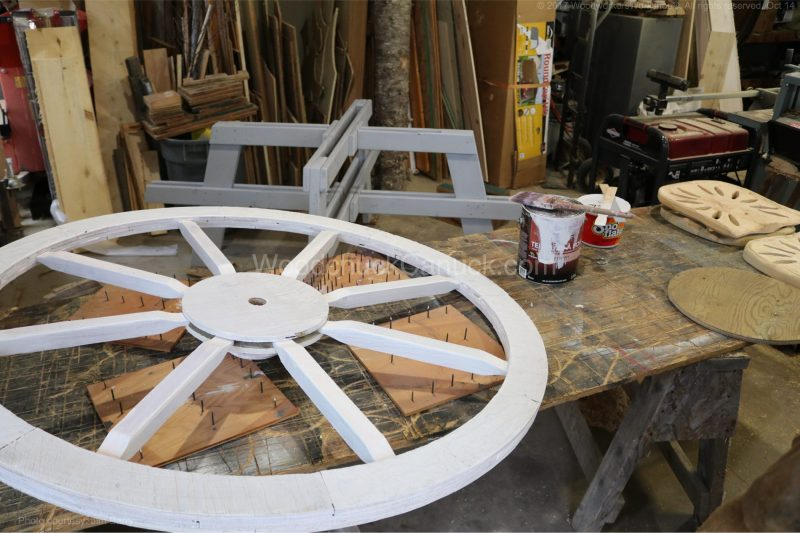 wagon wheel picnic table