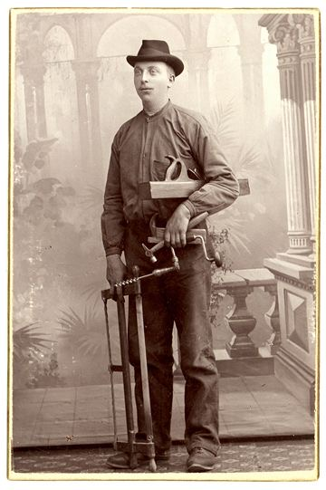 Victorian carpenter for Victorian woodwork