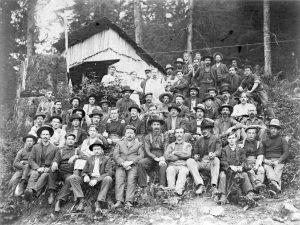 1900 A logging crew at Lake Coquitlam.