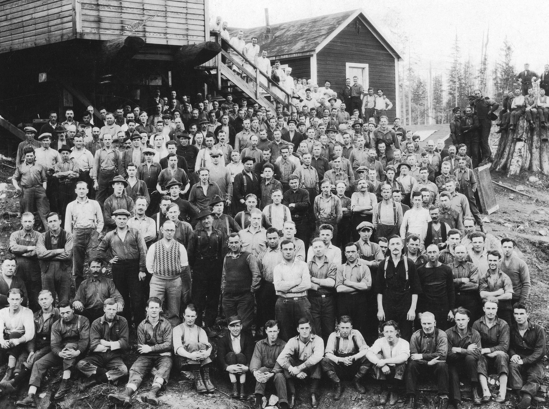 1924 Early shift at Camp 4