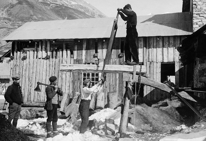 French carpenters working a saw pit.