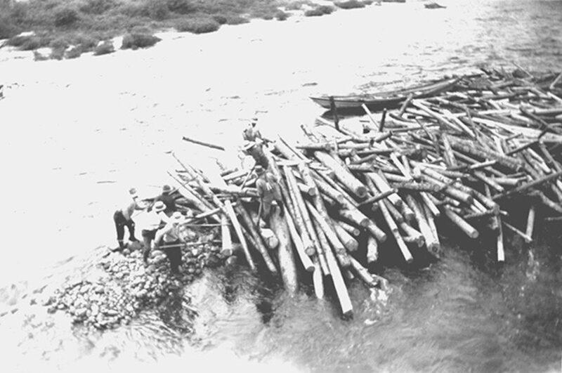 1940 Log jam on the Gatineau River near Limbour.