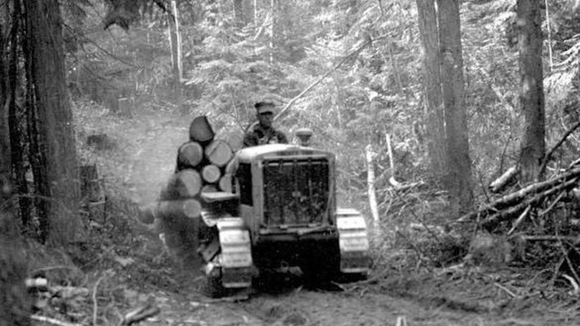 1937 Tractor yarding logs.