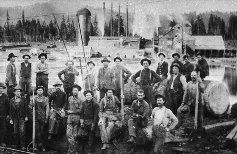 1905 Stirling City Mill and Pond Crew.