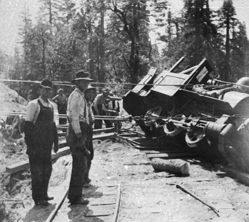 1910 Wrecked train recovery.