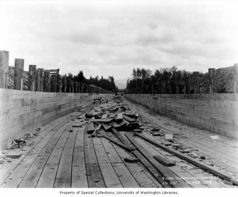 1911 Timber lining of flume under construction.