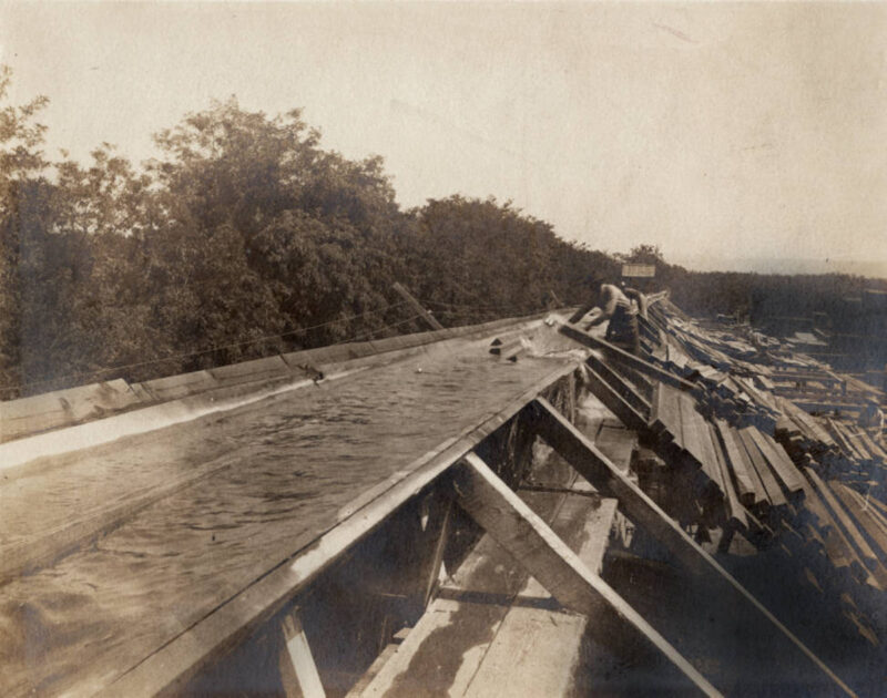 1900 Flume unloading.