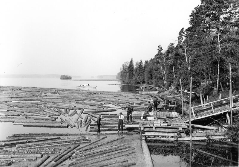 1900s River driving was the most exciting part of logging in the early days – and the most deadly.